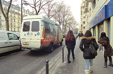 Bus de la mission prostitution de Médecins du monde © Diane Grimonet