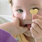 Fillette et cœur © La Photo libre