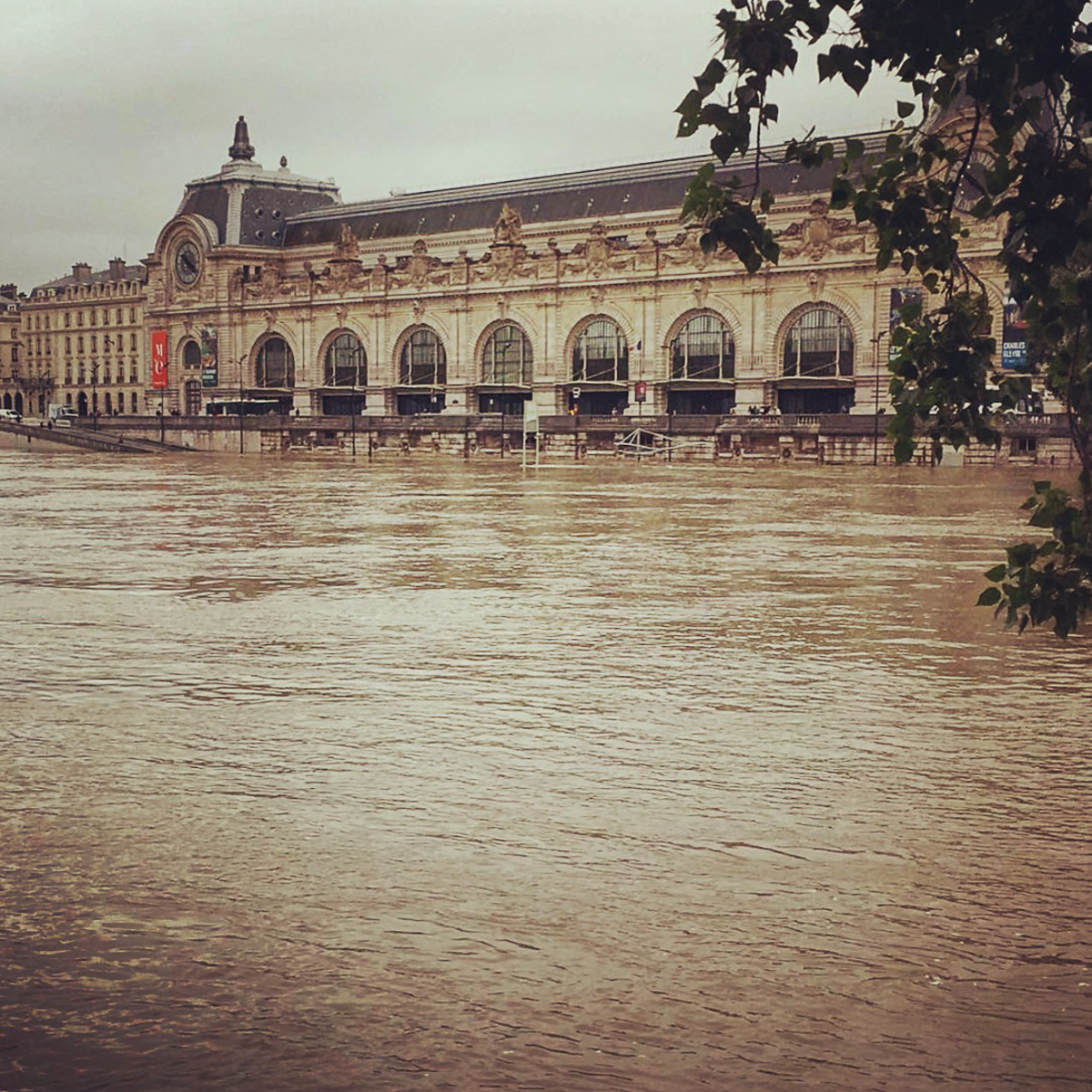 Flood in Paris. Louvre and Orsay Museum endangered