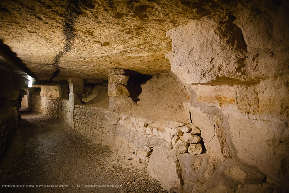 paris_catacombes_couloir2