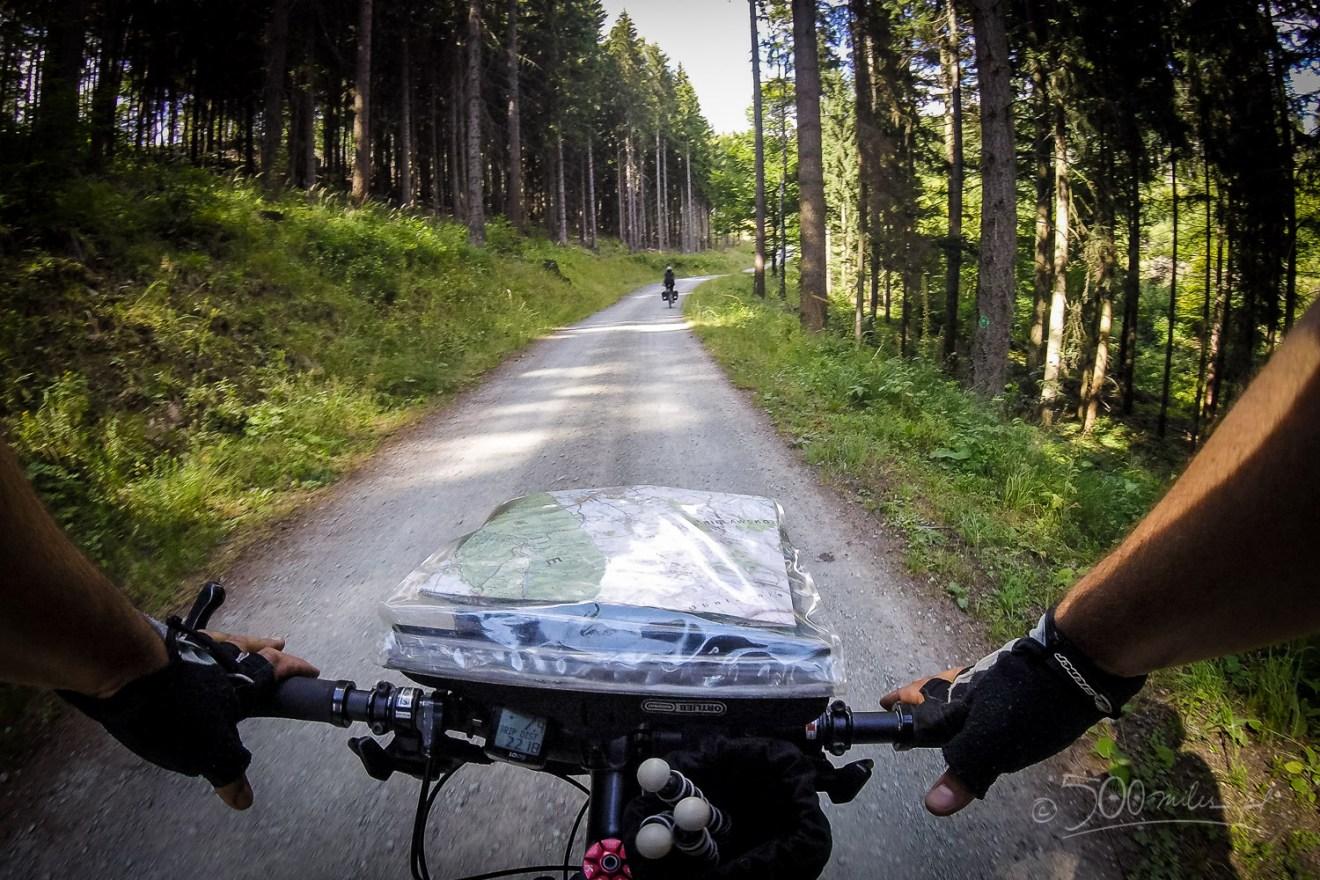 Góry Sowie - zjazd szutrową drogą rowerem