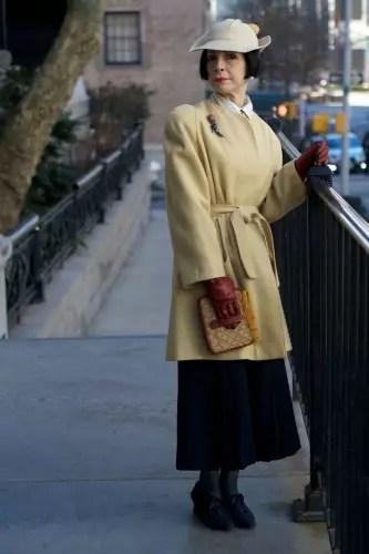 O chapeu e a capa mais curta dar um ar de sofisticação