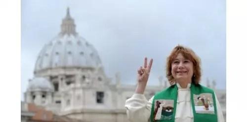 A sacerdotiza fez um protesto solitário no Vaticano