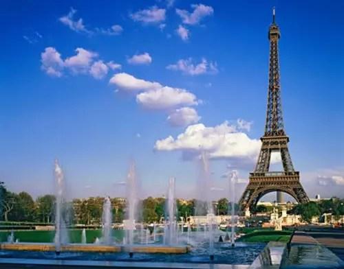 Paris com seu grande símbolo, a Torre Eiffel