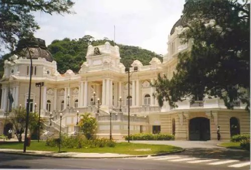 O espetacular Palácio da Guanabara, onde o governador do Rio despacha