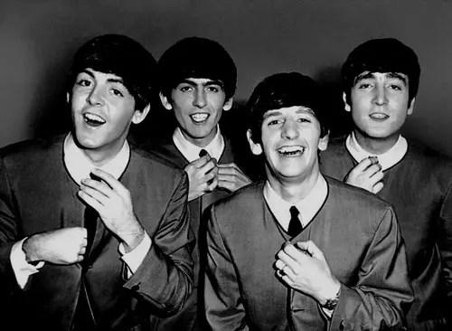 Paul, George, Ringo e John no frescor do início da banda, em 1963