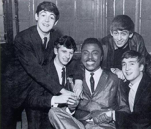 Com os quatro Beatles, na década de 1960