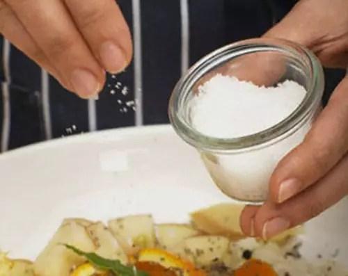 Excesso de sal pode causar danos irreversíveis à saúde