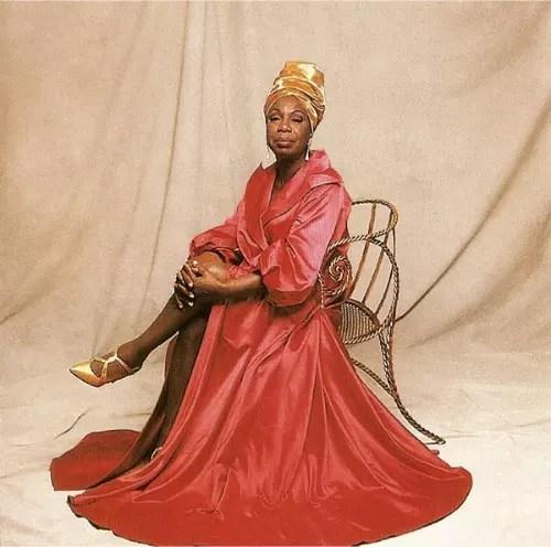 A cantora, que  morreu aos 70 anos, parecia uma rainha egípcia