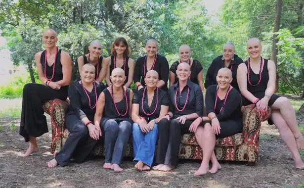 Amigas e a mãe de Gerdi McKenna, com câncer de mama, posaram juntas para a foto que celebra a superação