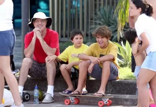 Com os dois filhos mais novos, José Pedro e Theo