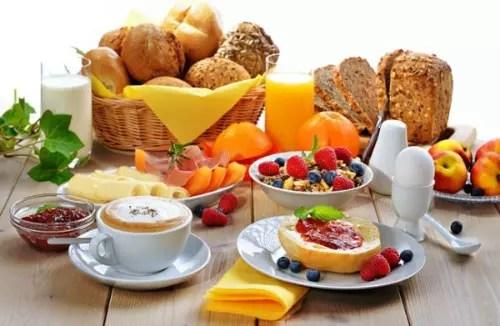 Prefira alimentos ricos em fibras e em carboidratos