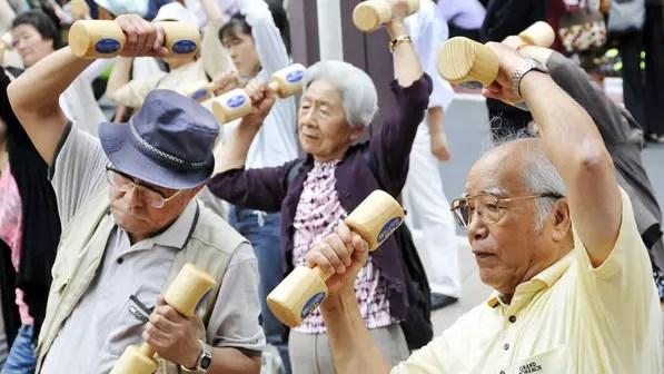 Aumento do número de velhos abre espaço para estrangeiros, principalmente brasileiros