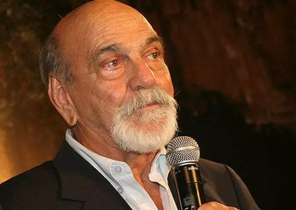 O grande ator está afastado da televisão há quatro anos, mas tem contrato até 2015
