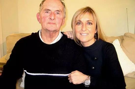 Com o pai, Neville, também com Alzheimer e também deixado no asilo