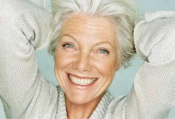 Pesquisa mostrou que mulheres de mais de 60 são mais satisfeitas com a própria idade