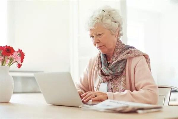 5,2 milhões de pessoas com mais de 60 anos já utilizam regularmente a rede no Brasil