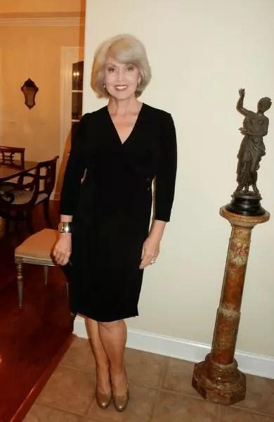 Outro bonito vestido preto, na altura do joelho