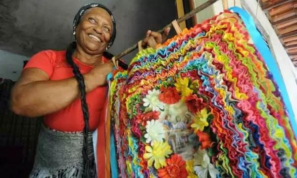 """Cleusa, 71, faz parte do grupo """"Pastorinhas da Aldeia"""" desde criança"""