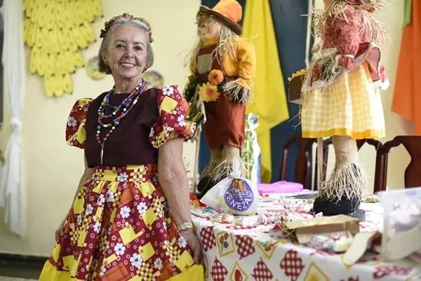 Marlene Cerqueira, 82, tem uma vida ativa: vestida a caráter numa festa junina