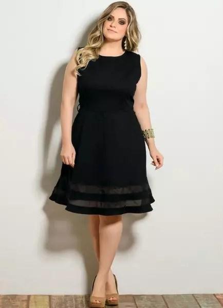 Vestido preto com a saia godê