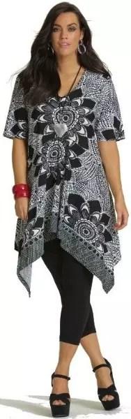 Blusa comprida (quase um vestido) de pontaz com legging