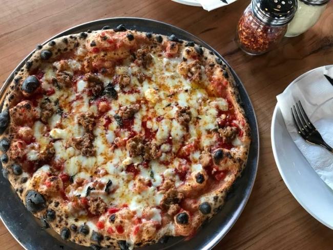 Pizza di King Dough Pizza a Indianapolis