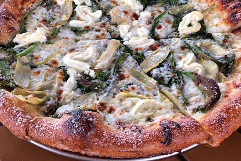La pizza di Black Market Brewing