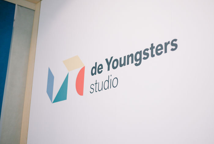 de Youngsters studio wall sign