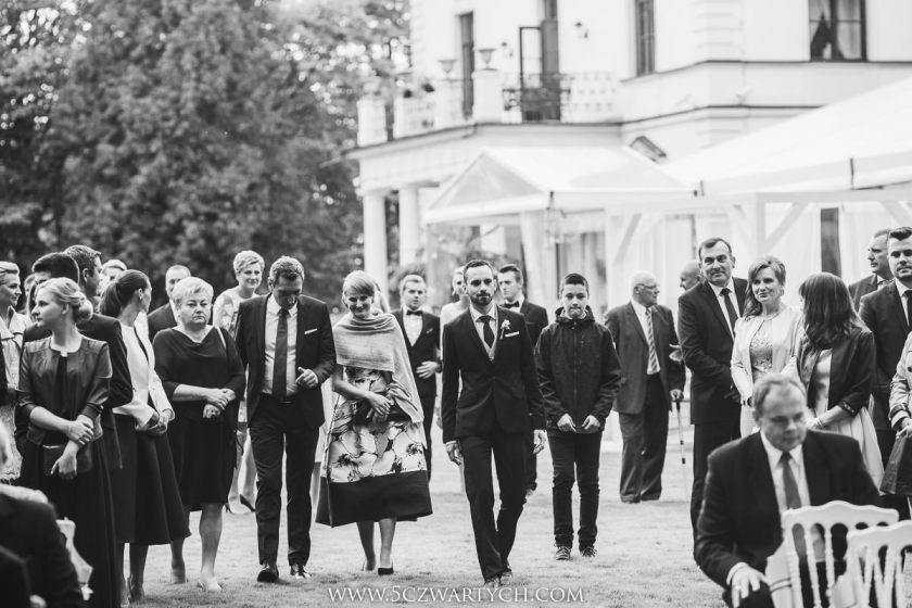 church wedding outdoor wedding outdoor Palace Rozalin wedding reception wedding ceremony outdoor photos wedding photography wedding photographer wedding photojournalism 5czwartych Warszawa Łódź Wrocław Gdańsk Kraków Opole Wrocław Lublin
