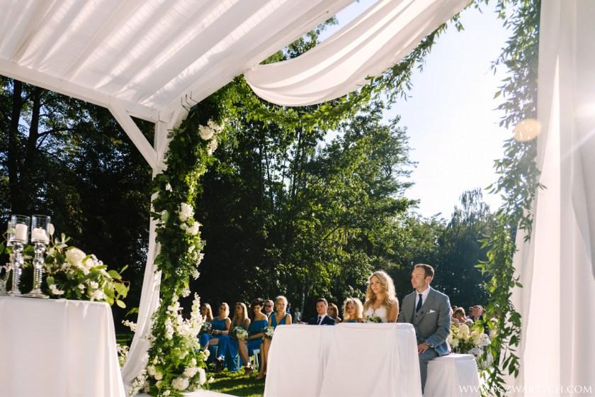 outdoor catholic ceremony Rozalin Palace wedding photography Warsaw Poland 5czwartych Agnieszka Rusinowska Marcin Rusinowski width=