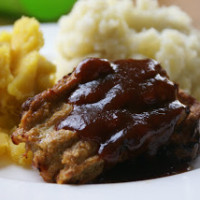 Mini Meatloaves and Mashed Potatoes | 5DollarDinners.com