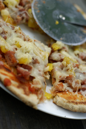 grilled-hawaiian-pizza-slic