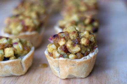 golden raisin-apple stuffing cups