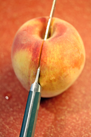 how-to-halve-a-peach