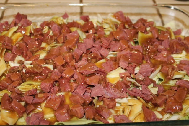 Pour gravy over corned beef and cabbage (640x429)