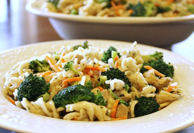 Lemon-Pasta-with-Chicken-and-Broccoli-recipe-640x439