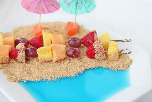 fruit-kebabs-at-the-beach
