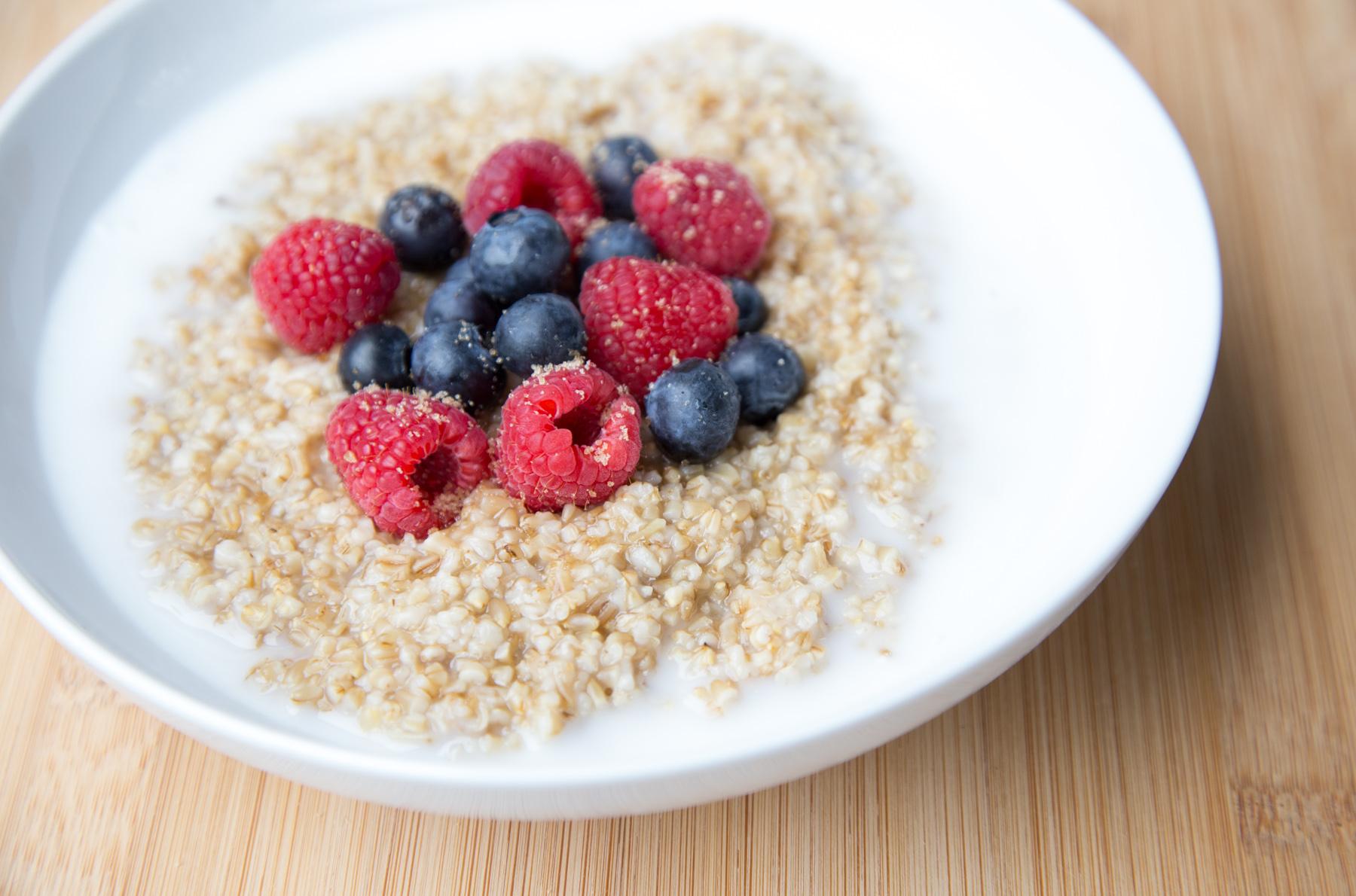 instant-pot-steel-cut-oats-with-berries