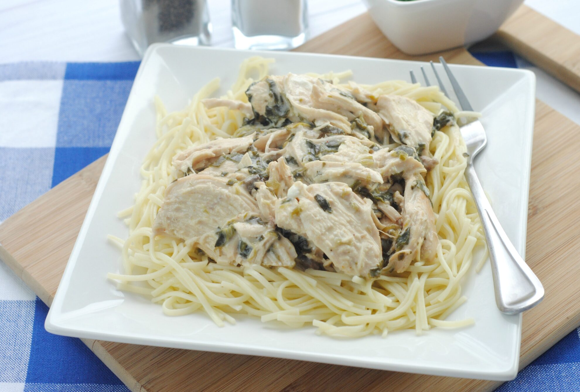 The weeknights just got a little easier with this crowd pleasing Slow Cooker Chicken & Spinach Stroganoff Recipe on 5 Dollar Dinners.