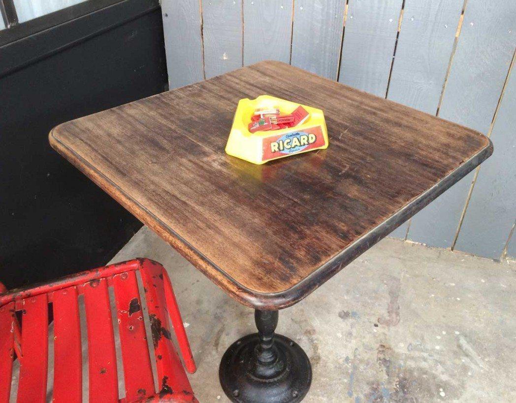 petite table de bistrot avec son pied en fonte des annees 20 30