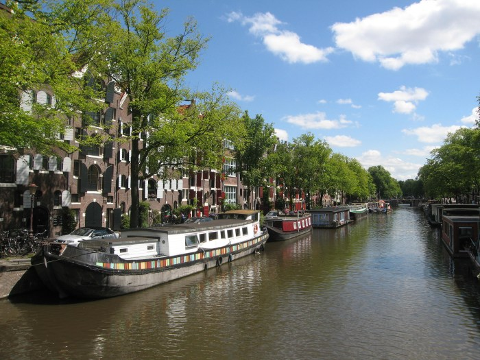 Renting a houseboat in Amsterdam