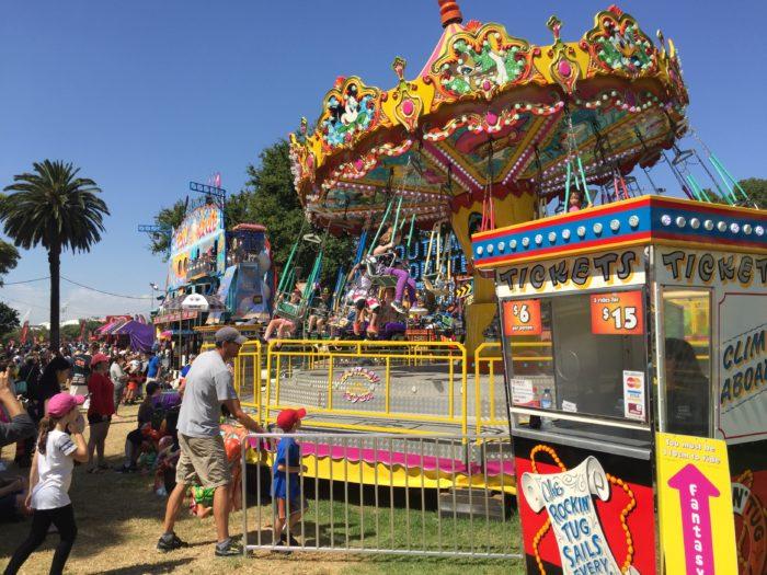 Moomba carnival rides