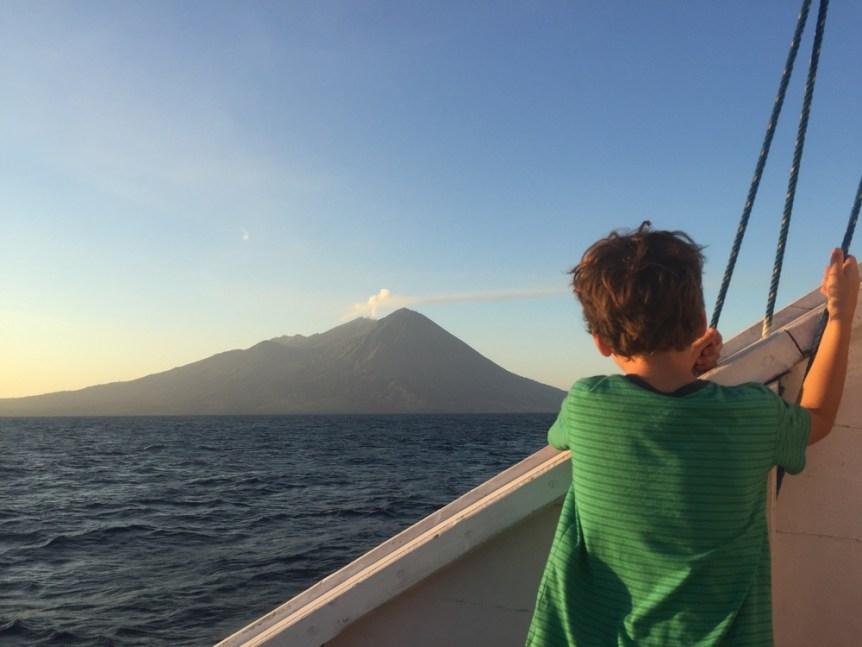 Komodo boat with kids