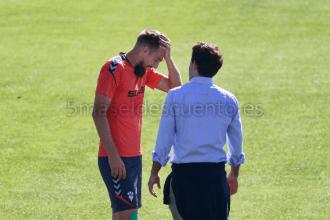 Esteban Saveljich junto al doctor esta mañana / Hugo Piña