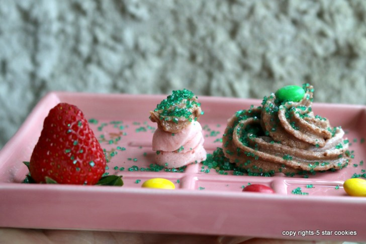 Strawberry Nutella Buttercream Frosting from the best food blog 5starcookies and Cookie Quinn