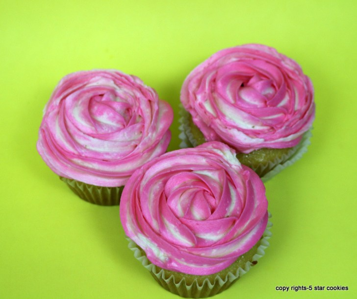 vanilla cupcake and frosting from the best food blog 5starcookies