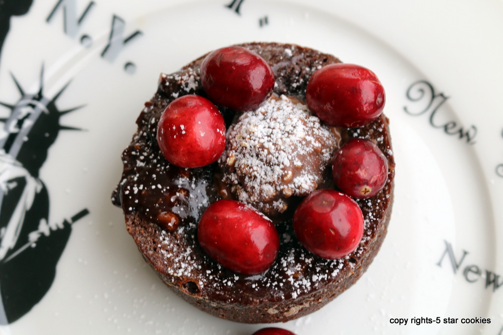 Cranberry Ferrero Rocher Mini Cake from 5starcookies-ENOY this amazing cake