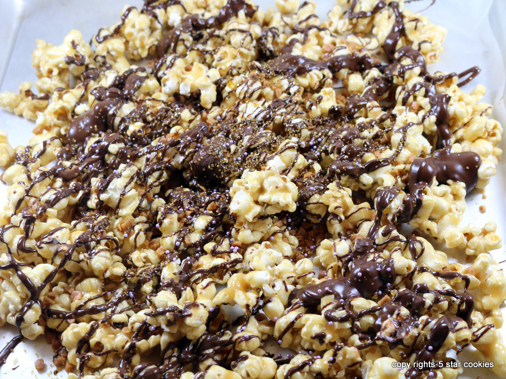 Chocolate Skor Popcorn from 5starcookies-drizzle with a chocolate