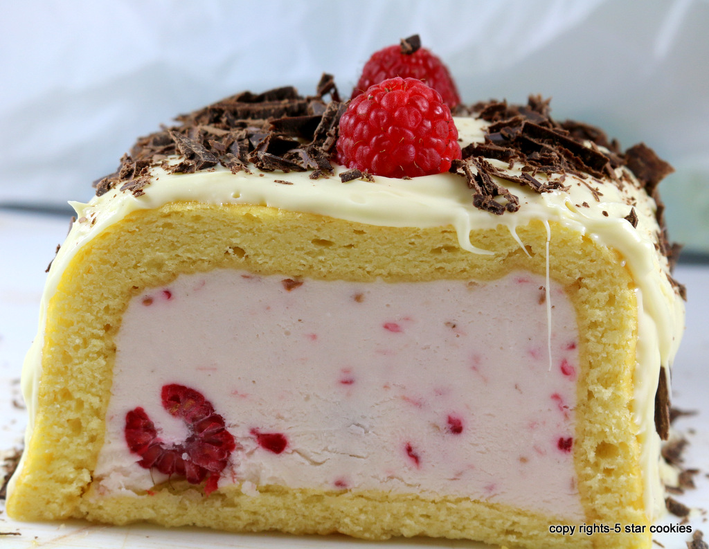 White Raspberry Dream Roulade from the best food blog  5starcookies